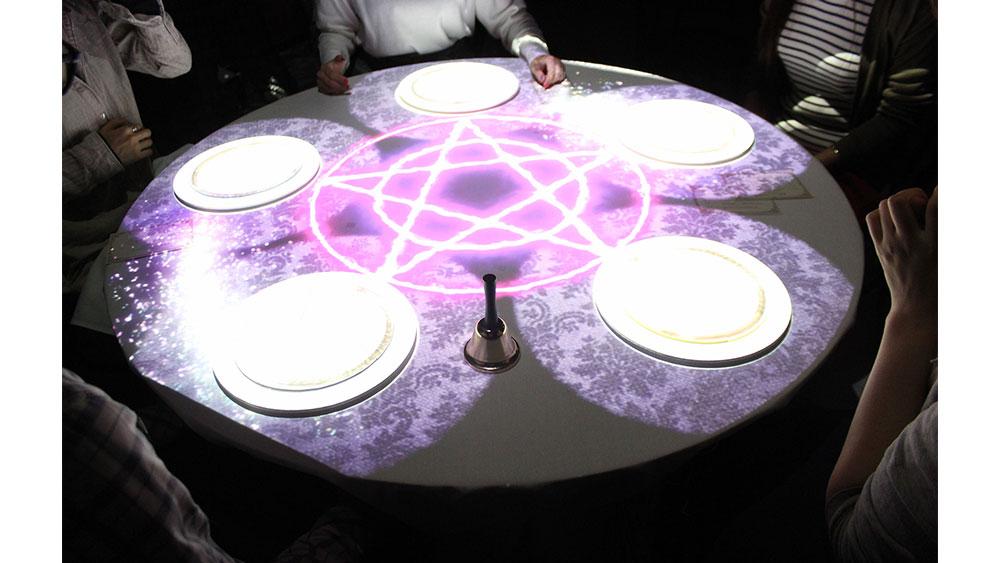 不思議な晩餐会へようこそ