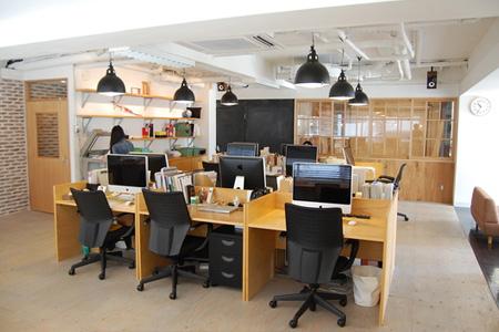 ロースター オフィス 風景