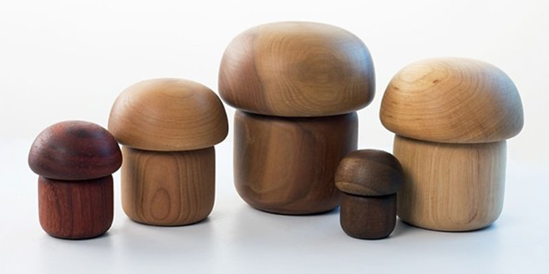 高級木工ブランド「Leksan Lastu(ラクサン・ラストゥ)」にデザインしたキノコのオブジェ。画像提供:ヨナス・ハカニエミ
