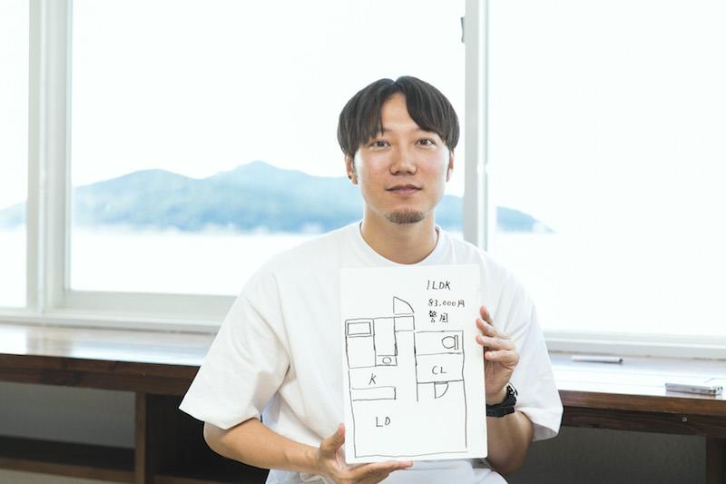 カズさんがマンションを借りている福岡市の中心地「警固」は、天神駅から徒歩15分。間取りは1LDKで、83,000円の賃料を7人で出し合っている。「福岡市の繁華街からほど近い場所なので、東京で例えれば渋谷の端の方くらいの感覚だと思います。」