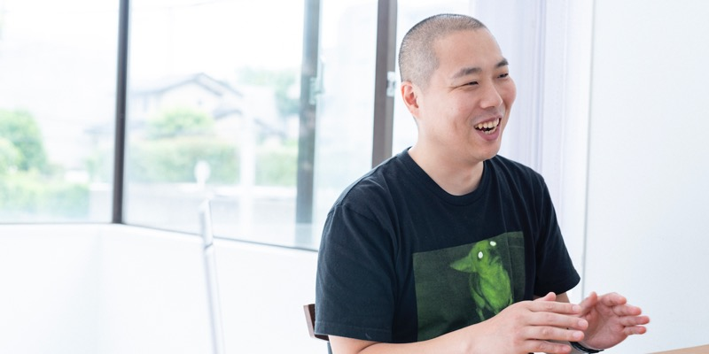 WEBディレクター兼デザイナーの中込啓士さん。Mo-Greenの強みを聞くと、「須藤と三浦のツートップが強すぎますね。勉強になります」と笑顔を見せた