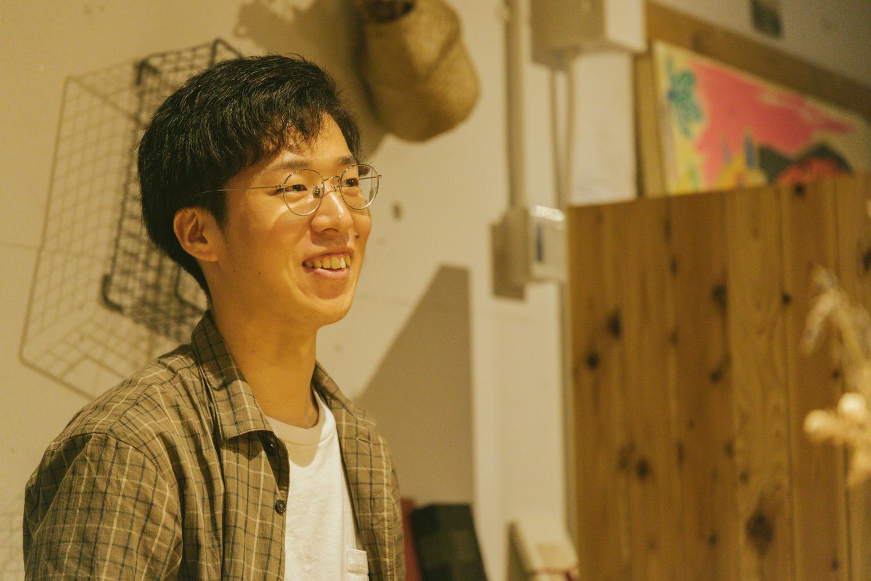株式会社サザビー CGデザイナー / エディターの広浦直人さん。前職の先輩である小島さんに誘われ、設立メンバーとしてジョインしたそう