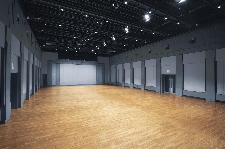 3階にあるスパイラルホール。展示会、ファッションショー、記者発表、演劇、パーティなど、さまざまなジャンルの催事が日々行われている(画像提供:スパイラル / 株式会社ワコールアートセンター)