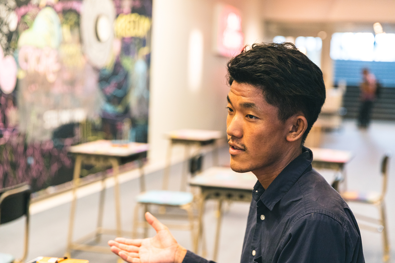ギャラリー担当の大津海人さんは、もともとものづくりに携わっていたそう。「ものをつくる側から場を提供する側に回りたいと思い、アルバイトとして働いたあと、正式に社員になりました」