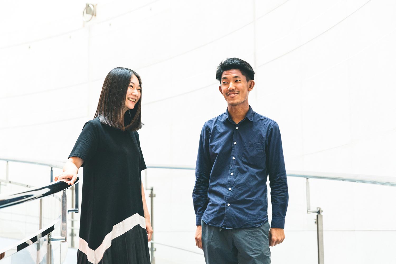 加藤さんが「思っていることや悩んでいることを言い合う関係ができている」と語っていたとおり、撮影は和気あいあいとした雰囲気で進行。何気ない会話でも仕事やアートの話題が尽きず、ポジションを問わず「アートと生活の融合」を目指す確かな情熱が垣間見えた