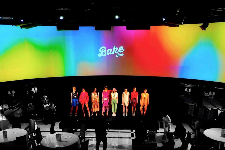 『BAKE Inc. 5周年パーティー』で360°映像を制作。「BAKEの各スイーツブランドを擬人化したら?」というコンセプトのもと、個性豊かにお菓子を擬人化し、ランウェイでお披露目したときの様子(画像提供:BAKE)