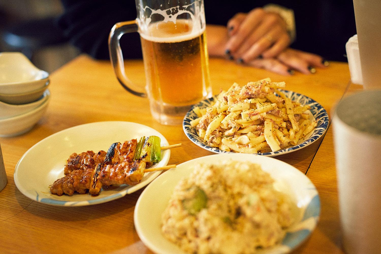 コナリさんイチ押しのマカロニサラダ(右奥)