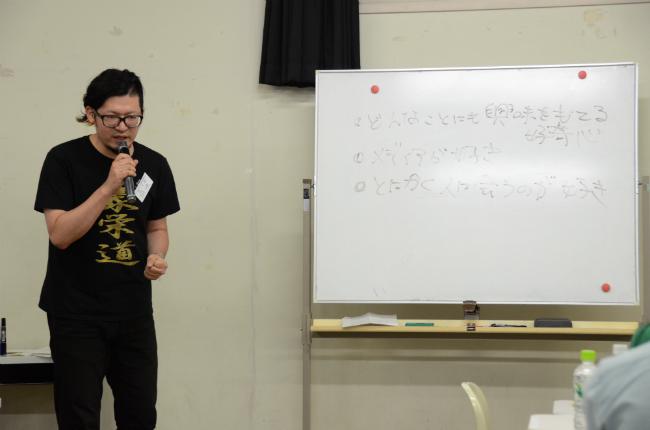 入社1年後、大学内のワークショップでも着ていました。お相撲さんの名前の部分は、金のラメになっています