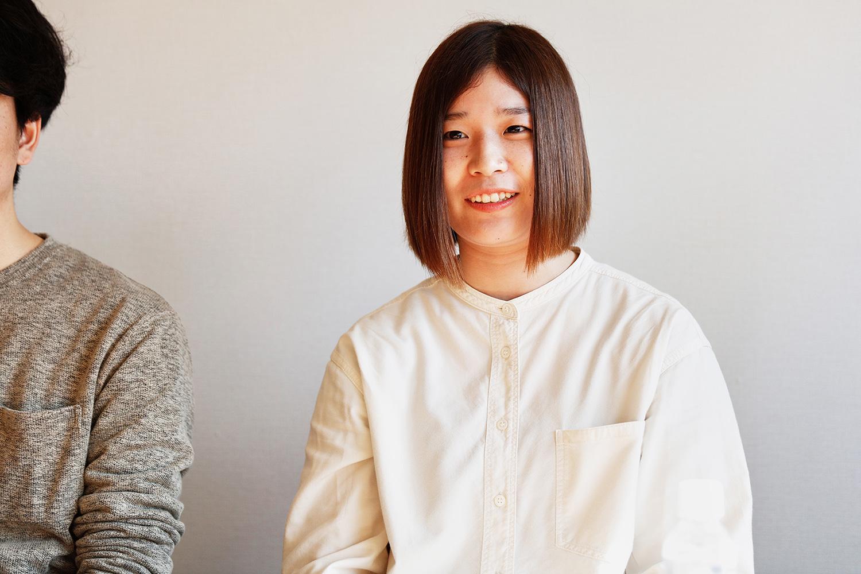 オフライン作業を担当している臼杵恵理さん。入社5年目
