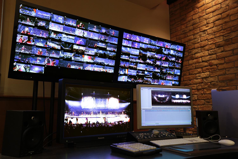 オフライン編集室。独自のマルチオフラインシステムで複数の映像を快適に編集できる